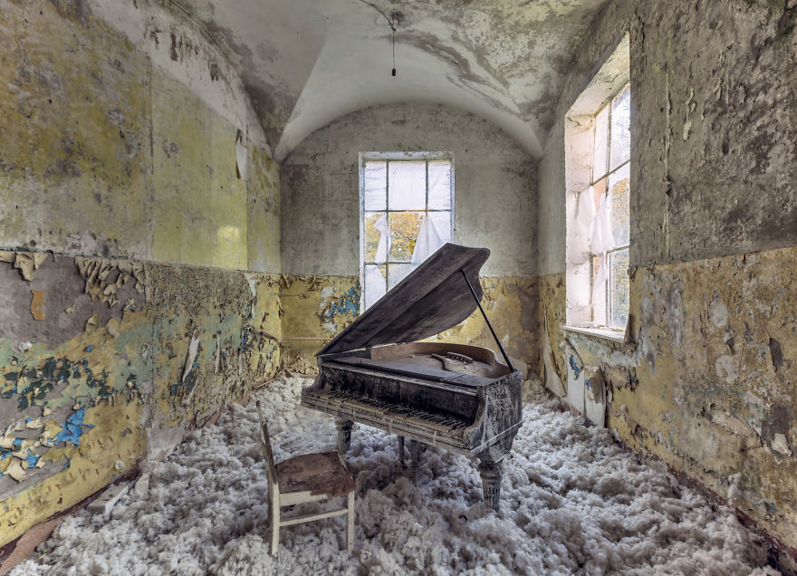 old decay piano