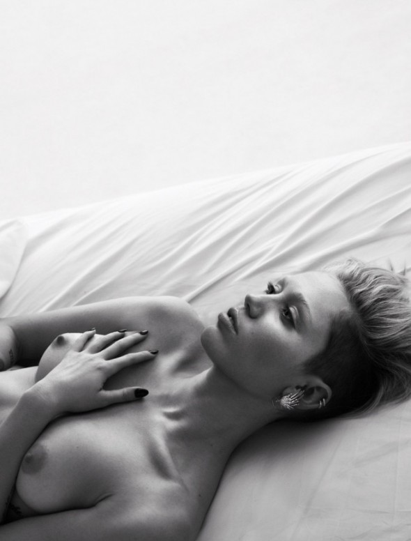 miley-cyrus-topless-590x776